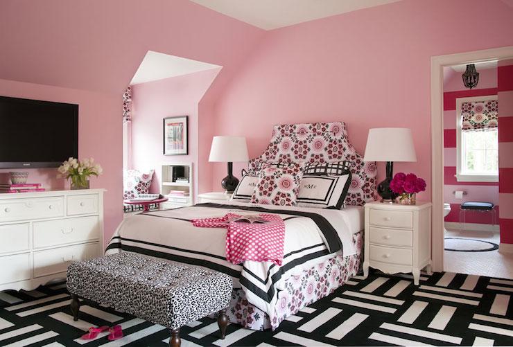 ροζ κρεβατοκάμαρα