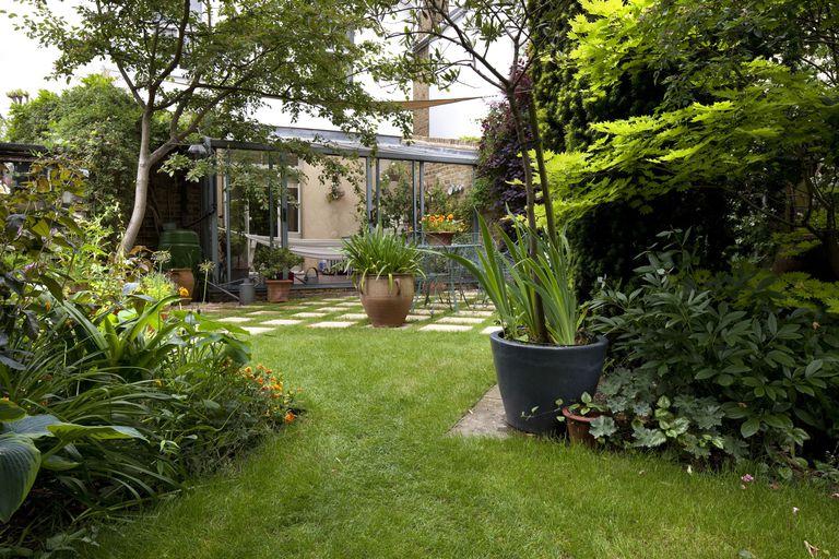 μεταμόρφωση κήπου γκαζόν
