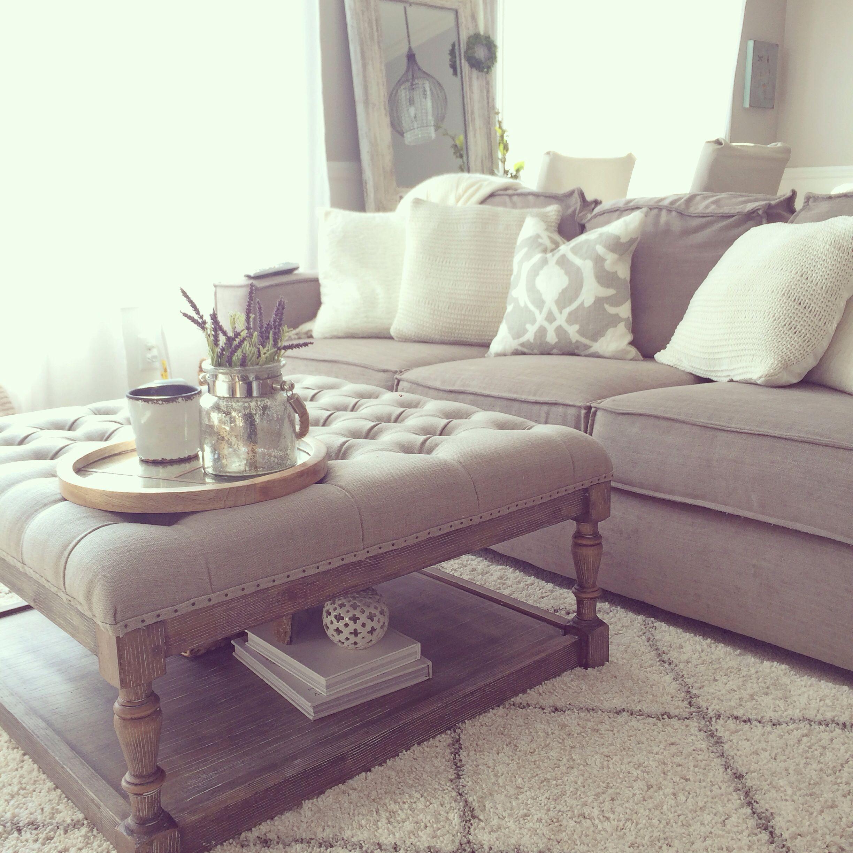 μικρό σαλόνι μεγάλο κάθισμα με μαξιλάρια