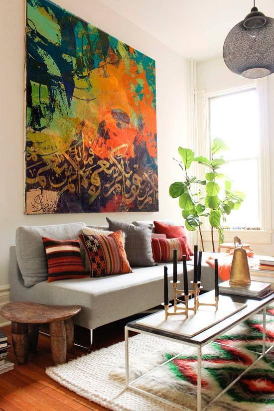 μικρό σαλόνι μεγάλοι πίνακες