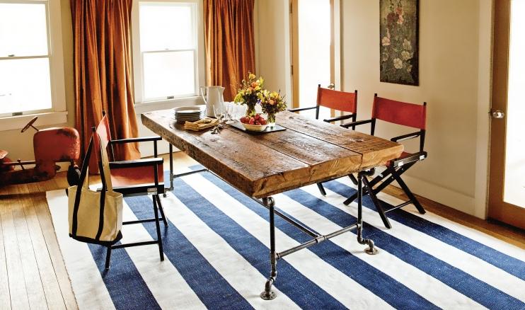 τραπέζι από σωλήνες και ξύλο