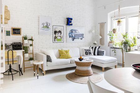 μικρά λειτουργικά σαλόνια λευκοί τοίχοι