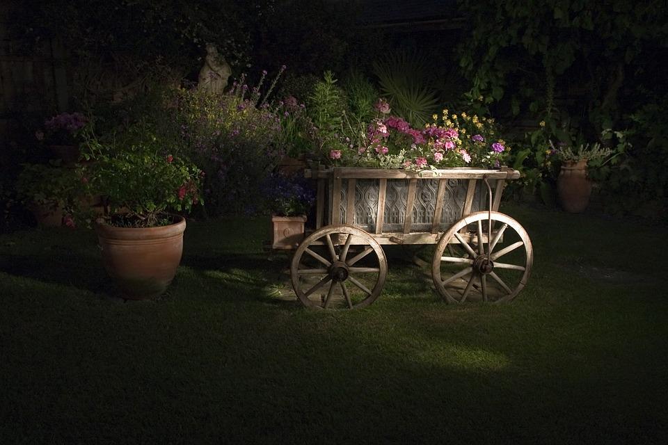 διακοσμητικά καρότσια κήπου